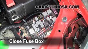 replace a fuse 2004 2012 chevrolet colorado 2007 chevrolet 6 replace cover secure the cover and test component