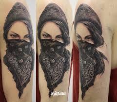 фото татуировки девушка в стиле реализм чикано татуировки на бедре