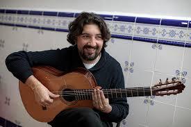 """Antonio Rey: """"De la guitarra es complicado hasta comprar las cuerdas. De  diez días te gustas uno tocando""""   Comunidad Valenciana"""