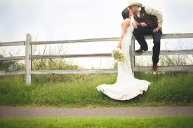 No AC In Our Wedding Venue Needing Some Cute Ideas For Country Country Style Wedding Photos
