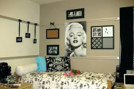 dorm wall art cool wall art ideas for college appealing college dorm wall decor room decorating