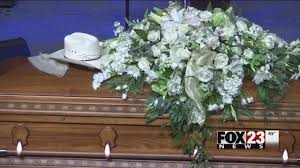 emotional tribute given to leon russell at south tulsa service you