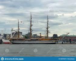Nave Amerigo Vespucci Nel Porto Di Amburgo In Germania Immagine Editoriale  - Immagine di marino, germany: 169673675