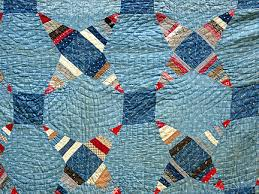 Caring for Antique Quilts & A quilt's fabric can tell you a lot about its age. The earliest quilts were  made of homespun cloth; print materials became common after 1820. Adamdwight.com