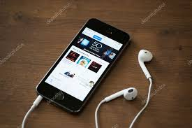 Top Charts Itunes 2014 Itunes Music Charts On Apple Iphone 5s Stock Editorial