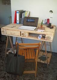 office desk europalets endsdiy. bureau fabriqu partir du0027une palette et 2 trteaux de table 1 office desk europalets endsdiy r