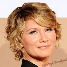diffe hairstyles for short curly hair trenst is cut design with short tresses layers that