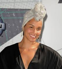 so it turns out alicia keys actually does use s for her no makeup routine