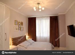 Schlafzimmer Innenraum Mit Beleuchtung Und Den Fernseher Der Wand