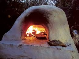 this easy to build clay oven is based on ancient technology not only does it heat up fast and hold its heat it s also a beautiful architectural statement
