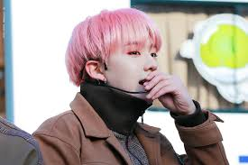 美 咲 On Twitter ピンクの髪の毛のときにピンクのアイシャドウし