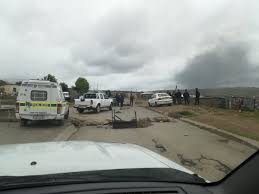 police vehicles were damaged and a was burnt down at mlungisi mercial park saps maintaining presence in the area mepic twitter eycqp3cm2c