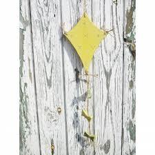 Holzdrache In Gelb Im Shabby Chicfensterdekogartendekowohndeko