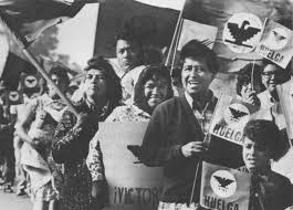 iconic photos of people standing up to injustice cesar chavez 33 iconic photos of people standing up to injustice