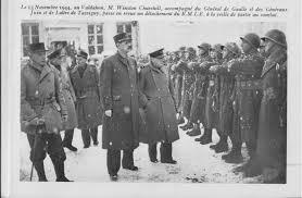 Maîche - Le 13 novembre 1944, à Maîche dans le Doubs devant le château  Montalembert, M. Winston Churchill, accompagné du Général de Gaulle et des  Généraux Juin et de Lattre de Tassigny,... -