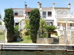 jolie maison de pêcheur avec 4 m d amarre à empuriabrava costa brava