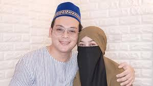 Selebgram hijab wardah maulina yang memakai niqab tengah jadi atensi karena curhat soal pernikahannya. Hpno317guiytzm
