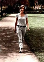Diana Rigg out for a stroll | Diana riggs, Avengers girl, Dame diana rigg