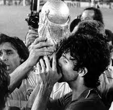WM-Torschützenkönig 1982: Italiens Fußball-Idol Paolo Rossi mit 64 Jahren  gestorben - WELT