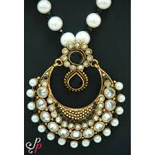 stunningly beautiful pearl necklace in big and bold black stone pendant