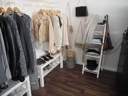 Offener Kleiderschrank Mit Offenem Schuhregal Und Modernem