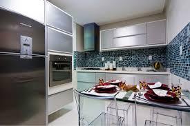 para esta cozinha, a arquiteta marília zimmermann trouxe o clássico branco + azul com o amadeirado do porcelanato abitare da portinari, em um jogo de frio e quente. Cozinha Azul Veja Mais De 90 Modelos Para Renovar Sua Cozinha