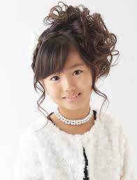 簡単で華やかに決まるママ向け卒園式アレンジ女の子の髪型もまとめて