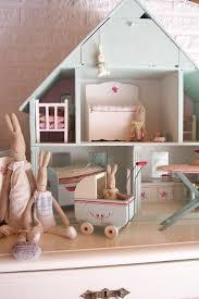 Mint dollhouse.