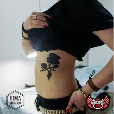татуировка на ребрах у девушки роза фото рисунки эскизы