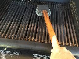 Brushing grill grates