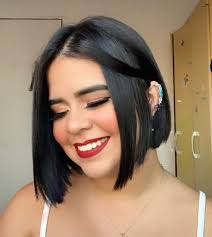24 flattering haircuts for round faces