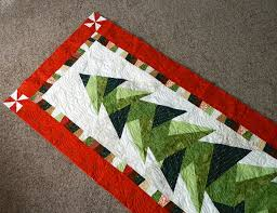 Would love to have the pattern for this one! Tall trim the tree ... & Quilted wall hangings Adamdwight.com