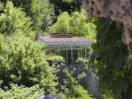 lavas sunken garden