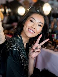 victoria s secret fashion show 2018 why charlotte tilbury didn t use highlighter on the angels