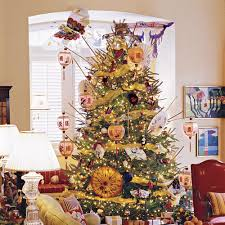 This tree was featured in the magazine Southern Living and belonged to a  couple in Savannah, Georgia. This awesome tree is decorated with paper  parasols, ...