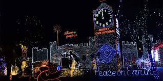 Christmas Light Show In Bakersfield Ca Get Into The Holiday Spirit On Fresnos Colorful Christmas