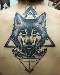 татуировка на спине у девушки волк фото рисунки эскизы
