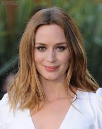 Emily Blunt Comfortable Long Hairstyle Emily Blunt Easy And Playful Long Hairstyle