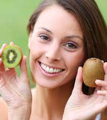 825 36 amazing benefits of kiwi for skin hair and health shutterstock 155872538