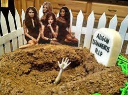 That hand is so creepy! Another awesome picture of Sandi Faulkner's #PLL  cake for her granddaughter… | Pretty little liers, Pretty little lairs,  Pretty little liars