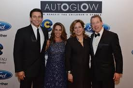 """TheChildren'sCenter בטוויטר: """"Hosts Jane & Mark Fields, Lisa & Bill Ford  invite you to #AutoGlow2017 at @FordField, following #CharityPreview  https://t.co/GcAQ3oIWnS… https://t.co/KHNHt8zSC2"""""""