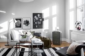 Dit Interieur Heeft Een Witte Basis Met Zwarte En Bruine