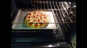 How To Make A Frozen Pizza Cooking Frozen Pizzas For Idiots Youtube