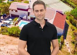 Irish Actor Stuart Townsend Sells Million Dollar LA Mansion