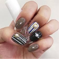セルフネイラー直伝 ストライプネイルで指を長く見せるやり方6選