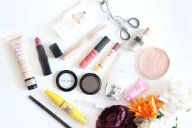 what s in my makeup bag curly