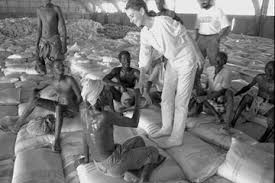 photo essay the spirit of audrey hepburn in mogadishu audrey hepburn meets workers resting before continuing to unload famine relief supplies of sorghum provided by the world food programme