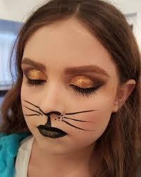 shining eye makeup of cat