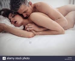 Leidenschaftliche Paare Im Bett Beim Sex Junger Mann Und Frau