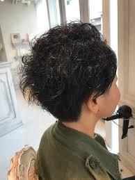 強いくせ毛を活かしてメンズライクで可愛いショートヘアにカット 19